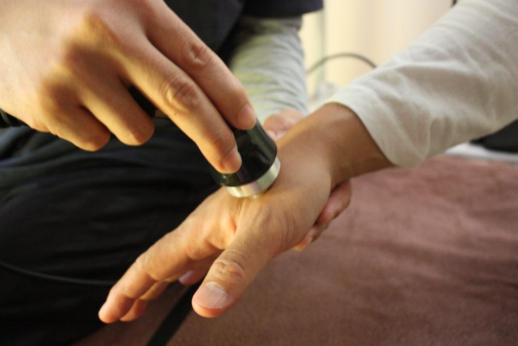 超音波治療器は、四十肩・肉離れ・バネ指・腱鞘炎・捻挫などに効果的です。【萩原鍼灸治療院】